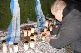 Oulun aktivistit sankarihaudoilla