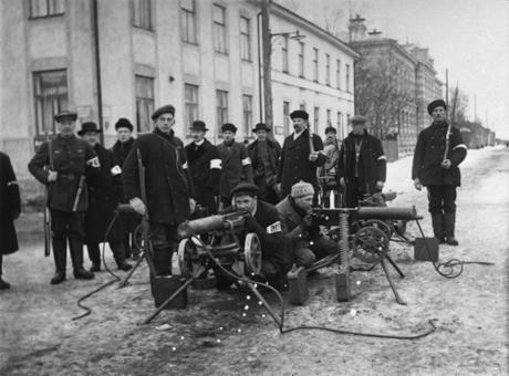 Valkoisia joukkoja vapaussodassa. Monet Lapuanliikkeessä olivat valkoisen puolen veteraaneja.
