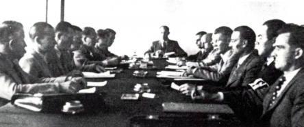 Uusi hallitus, keskellä Juozas Ambrazevičius.