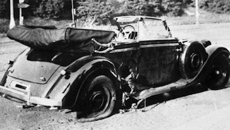 Heydrichin auto hyökkäyksen jälkeen.