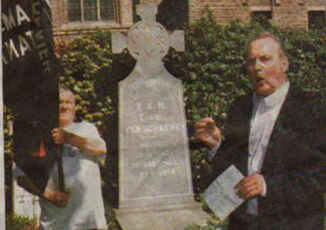 """Bert Eriksson vuonna 2001 Cyriel Verschaeven haudalla: """"Uskon täysin kansallissosialismin hyvyyteen!"""""""
