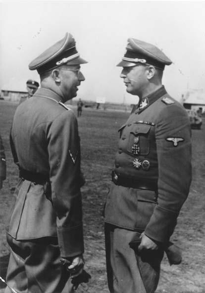 SS-Reichführer Heinrich Himmler ja kenraali Hans-Adolf Prützmann itärintamalla 1942. Kuvan ottamisen aikoihin Prützmann komensi vielä viidettä SS-Wiking-panssaridivisioonaa.