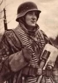 SS-Unterscharführer Harald Nugiseks toisessa maailmansodassa.