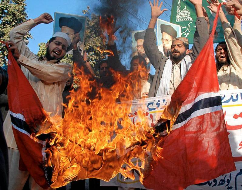 UK_norway-pakistan_flag-burning