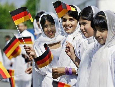 Uusia saksalaisia. Muslimeita Saksan väestöstä on arviolta neljä miljoonaa.