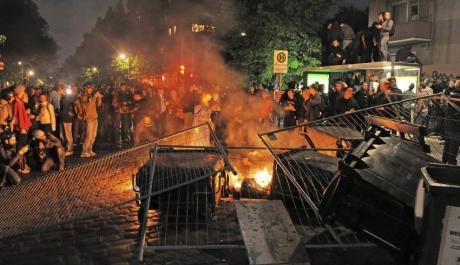 Tihutyöt kuuluvat Saksan äärivasemmiston vappuperinteeseen. Kuva Hampurista vuodelta 2011.