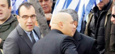 Kansanedustajat Giorgos Germenis ja Panos lliopoulos joutuivat terrorisminvastaisen poliisin pidättämiksi.