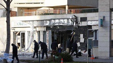 Lisääntyneet tuloerot ovat radikalisoineet eurooppalaisia. Budapestissä pommitettiin pankkia maanantaina.