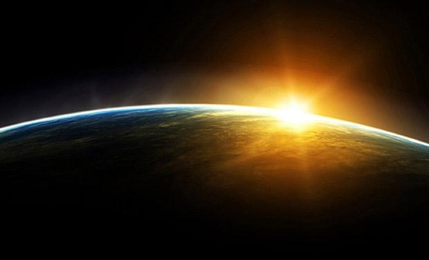 UK_Maa_kiertaa_aurinkoa