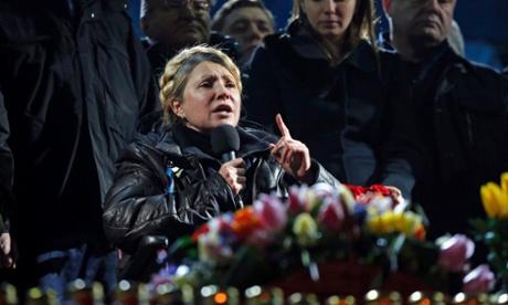 Ukrainan entinen pääministeri Julija Tymošenko vapautettiin lauantaina vankilasta. Hän on kehottanut kannattajiaan pysymään kaduilla siihen saakka, kunnes muutos on tapahtunut.