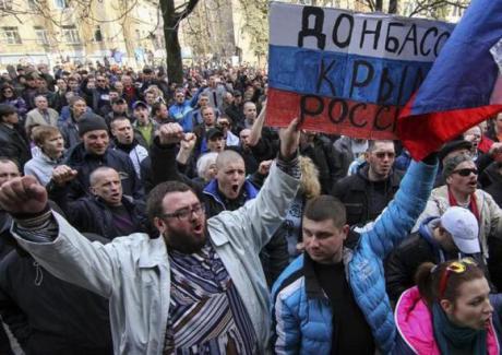 Mielenosoittajia Donbassin alueella viime viikon sunnuntaina.