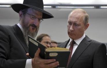 Venäjän presidentti Putin rabbi Lazarin seurassa. (Reuters)