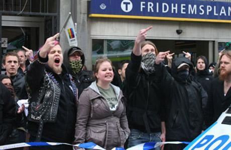 Ruotsalaisia rasismin vastustajia.