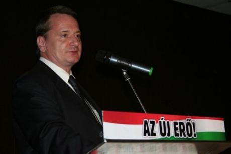 Jobbik-puolueen nykyinen europarlamentaarikko Béla Kovács. Häntä syytetään vakoilusta ja hänen väitetään työskennelleen myös KGB:ssä.