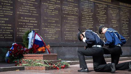 Venäjä valmistautuu voitonpäivän juhlallisuuksiin, joita vietetään 9. toukokuuta. Toisessa maailmansodassa kuoli arvioiden mukaan 23 miljoonaa neuvostokansalaista.