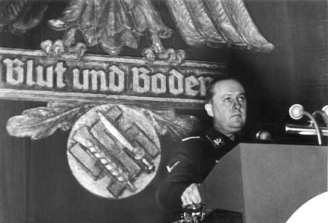 Walther Darré pitämässä puhetta Goslarissa 1937.