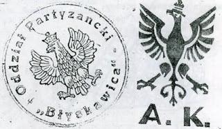 Błyskawican ja Puolan Kotiarmeijan tunnukset.