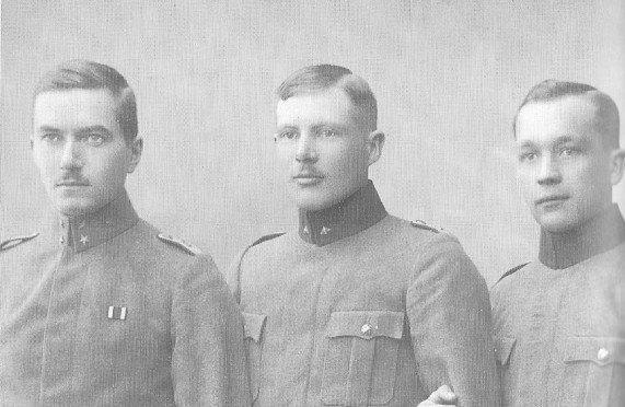Jääkäriystävykset Gunnar von Hertzen, Ragnar Nordström ja Niilo Jämsä.