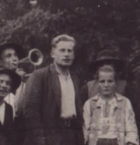 """Józef """"Ogień"""" Kuraś muiden vastarintaliikkeen taistelijoiden seurassa."""