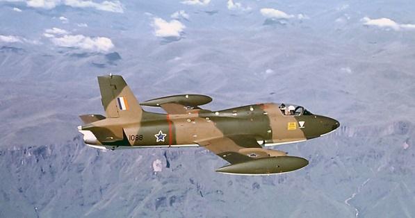 Entisten Etelä-Afrikan ilmavoimien Impala-suihkukone lennolla.