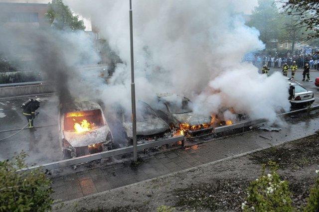 Husbyssä ei olisi näyttänyt tältä vuonna 2013 toukokuussa ilman läpitunkevan pakkomonikulttuurista, valkoisten etujen vastaista ruotsalaista nykypolitiikkaa.