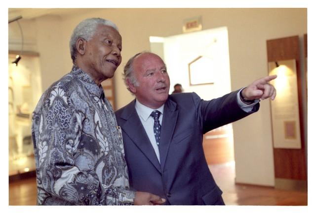 Nelson Mandela ja juutalainen veteraanilobbaaja Mendel Kaplan.