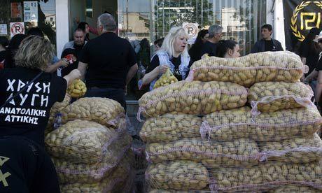 Kultainen aamunkoitto tarjoaa ruoka-apua vain valkoiselle kantaväestölle.