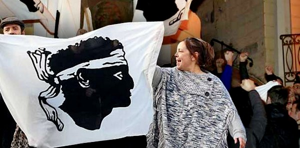 UK_Korsika_protesti