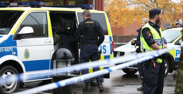 UK_poliiseja_Ruotsista