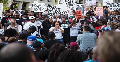 Paikalla oli noin 800 Black Lives Matteriin kuuluvaa henkilöä ja tukijaa ja 100 poliisia.