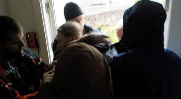 Norjan poliisi pidättämässä Petrovskiya.